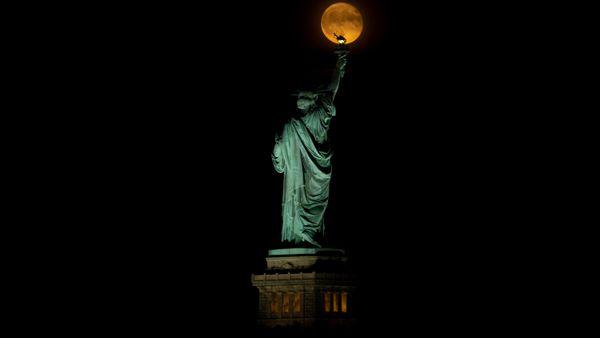 Moonrise amongst the Statue of Liberty thumbnail