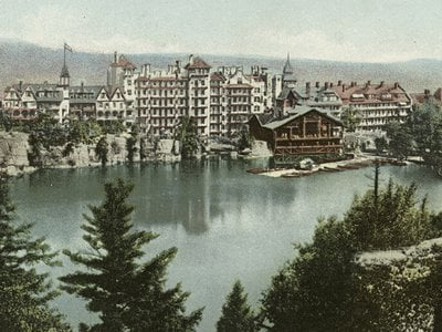 A postcard of Mohonk Mountain House in New Paltz, New York, from 1914