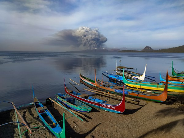 Ash clouds of Taal volcano thumbnail