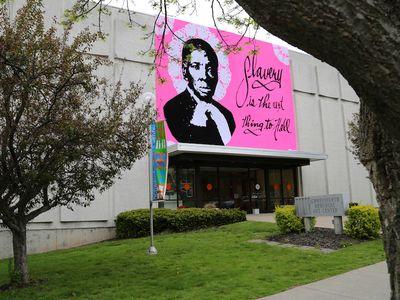 "Measuring 32 feet in size, the massive ""yarn bomb"" of Harriet Tubman now hangs outside the Schweinfurth Art Center in Auburn, New York."