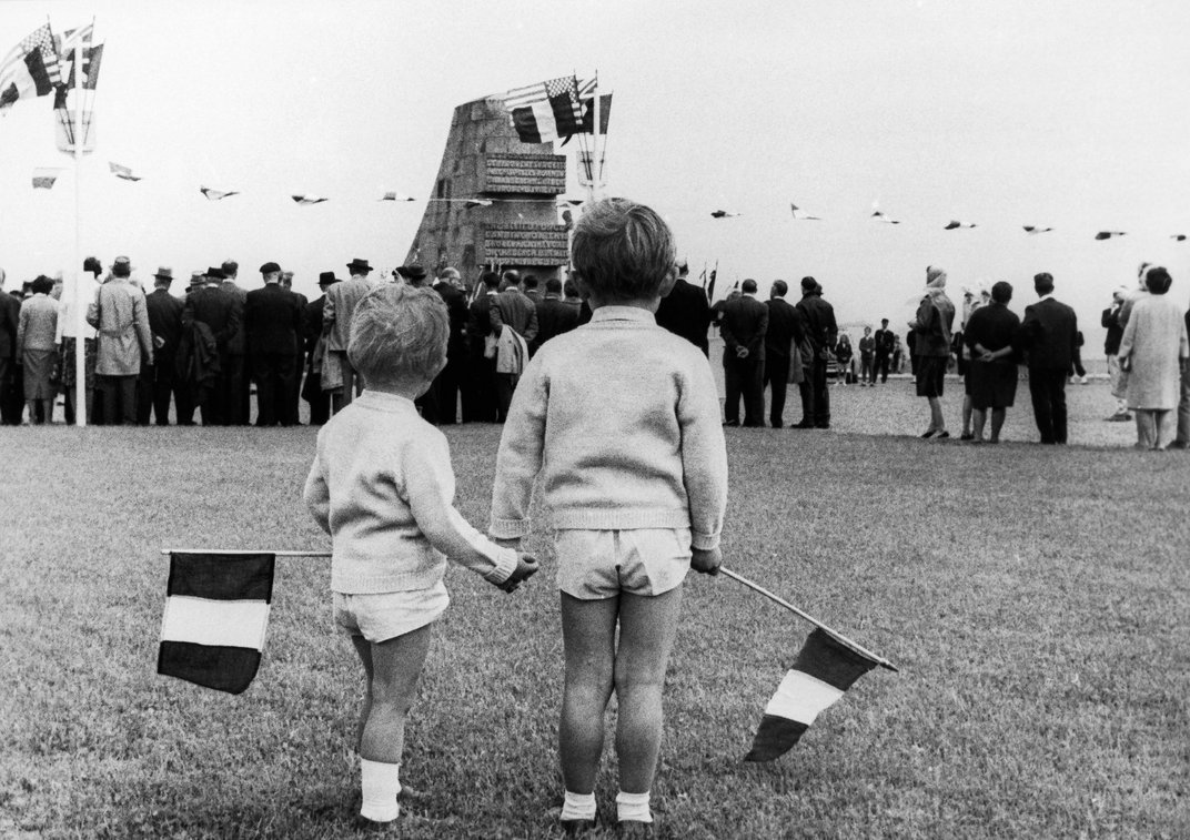 These Photos Capture the Poignancy of Past D-Day Commemorations