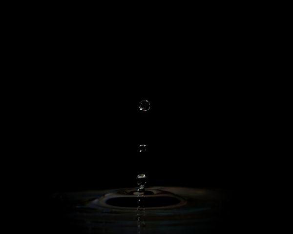 Falling water droplets thumbnail