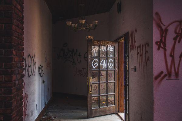 Abandoned Mansion thumbnail
