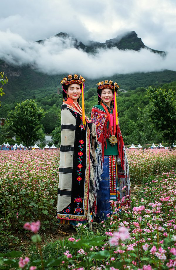 Girls In Traditional Outfit 1 thumbnail