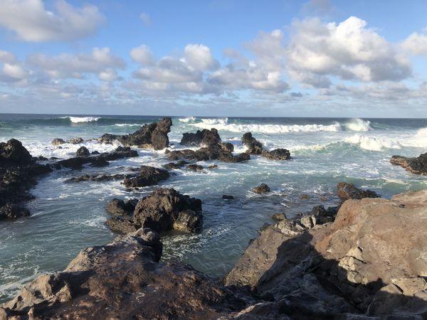Waves crash on the rocks at Ho'okipa Lookout, Maui. thumbnail