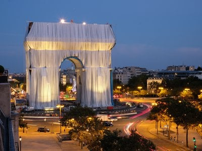 L'Arc de Triomphe, Wrapped(Project for Paris, Place de l'Étoile-Charles de Gaulle)is almost ready to enact its transformative magic on Paris from September 18 through October 3.