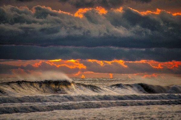 The Beauty of the Waves thumbnail