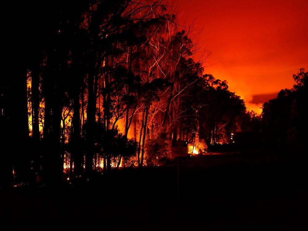 Fires blaze through the night in Australia