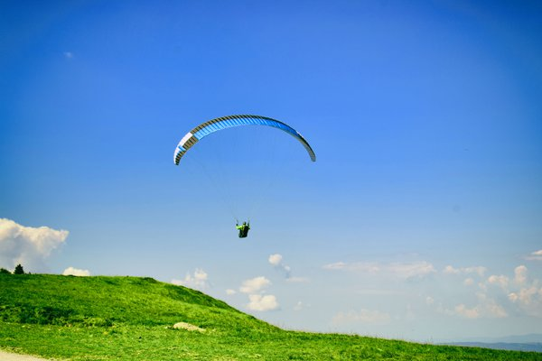Parachuter in the sky thumbnail