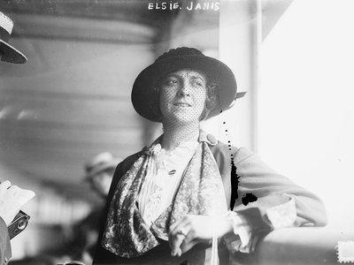 Elsie Janis (1889-1956), an American singer, songwriter, actress, and screenwriter