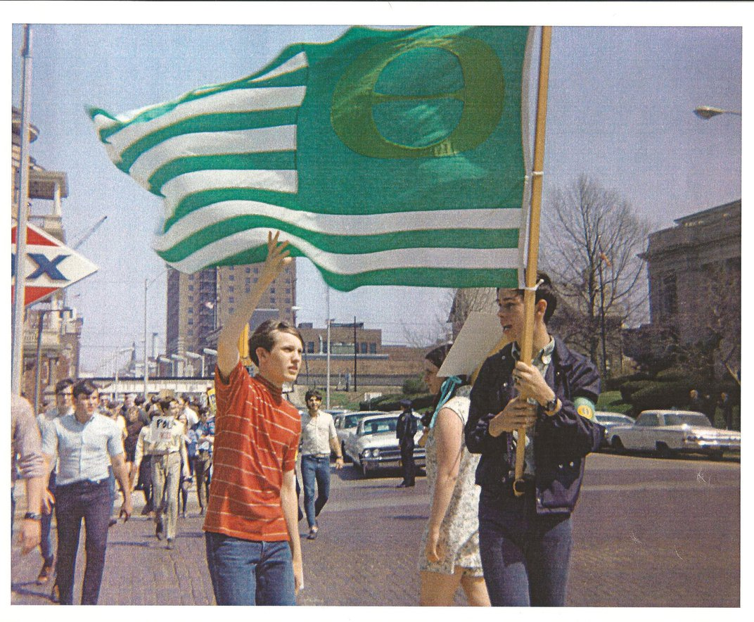 This Homemade Flag From the '70s Signals the Beginning of the Environmental Movement