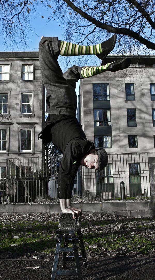 street performer thumbnail
