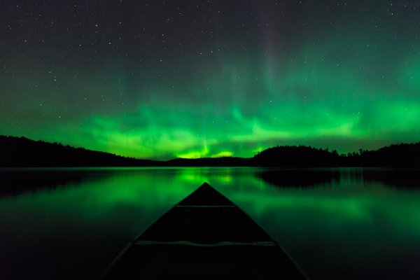 Canoeing under the Aurora thumbnail
