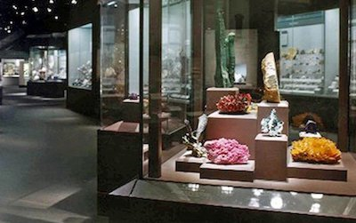The Natural History Museum's collection of gems sets the stage for a seminar on the enduring and changing fashions of jewelry.
