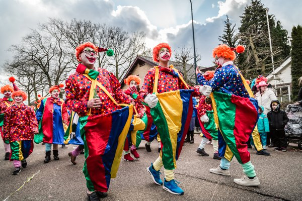 Dutch carnival goers performing as clowns thumbnail