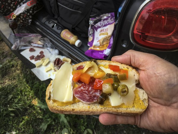 A roadside lunch in Italy thumbnail