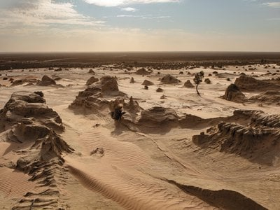 The mysterious skeleton emerged from Lake Mungo, a dry lakebed in Australia marked by sand drifts.