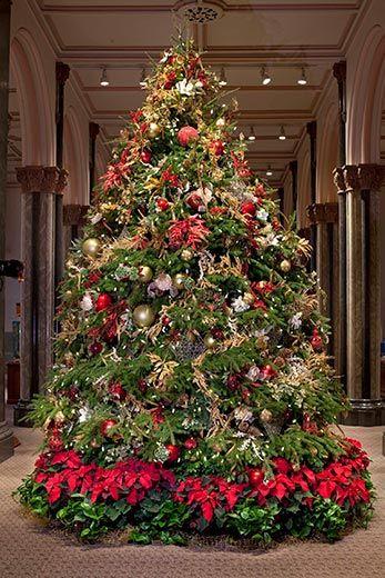 20110520110654Smithsonian-Decorations-Castle-Christmas-tree-2.jpg