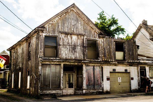 Decrepit Building in West Virginia thumbnail