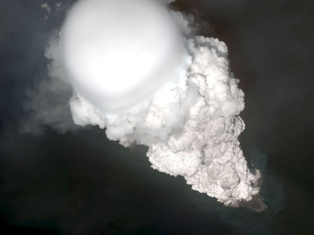 Bogoslof-eruption-5-28-17.jpg
