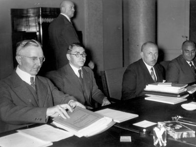 Hjalmar Schacht, former president of the Reichsbank, at a meeting in the Reichsbank transfer commission in 1934.