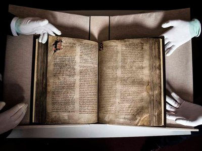 The Book of Lismore consists of 198 large vellum folios.