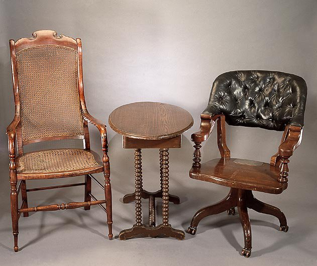 Appomattox table and chairs