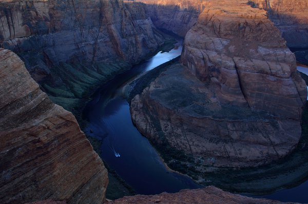Meandering Colorado river at Horseshoe bend thumbnail