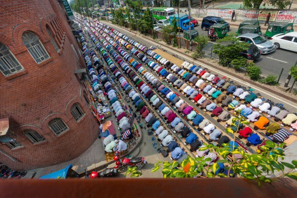 Muslims praying peacefully in Jummah Namaj. thumbnail