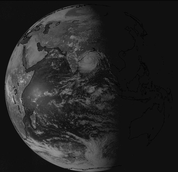 Hurricane Phailin approaching India last night