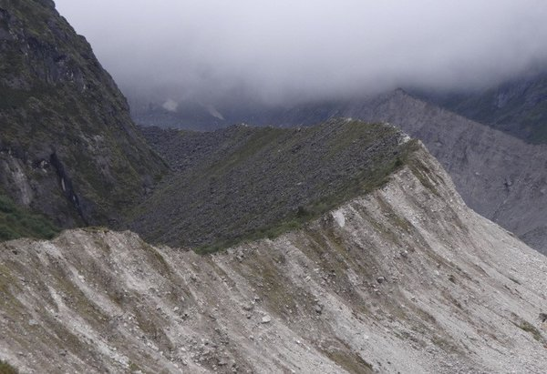 Lateral Moraine formation due to glacier melting thumbnail
