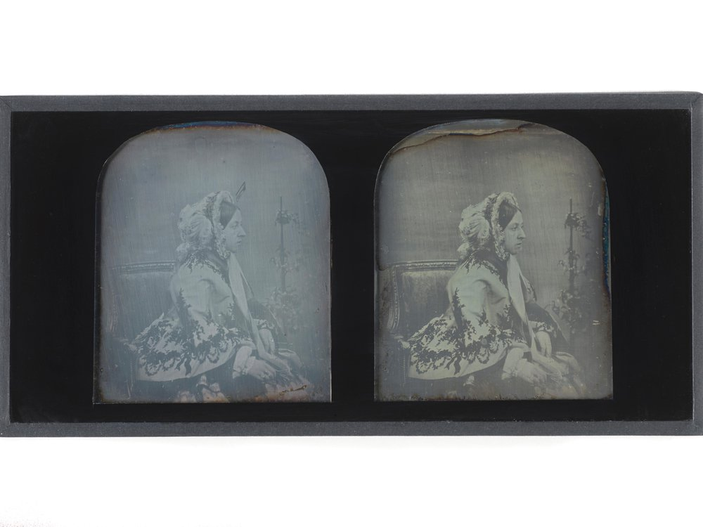 Stereoscopic portraits of Queen Victoria. Dated 1854_ 1 _ (c) Museum of London.jpg