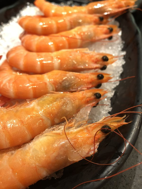 Shrimp on ice thumbnail