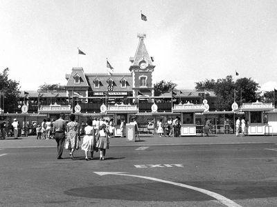 A family walks towards the entrance of Disneyland, circa 1960.