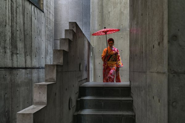 ASIAN TOURIST DRESSED AS AN APPRENTICE GEISHA thumbnail